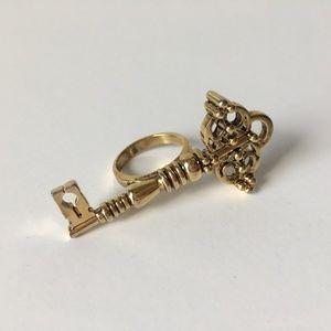 House of Harlow 1960 gold skeleton key ring